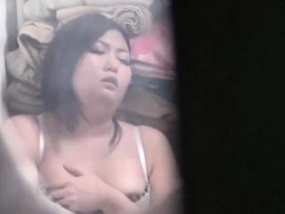 Japanese babe masturbates