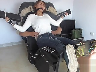 熊大Chinese girl tickle feet