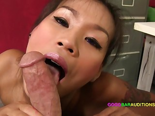Thai girl fucks impresario for a bustle at put to use