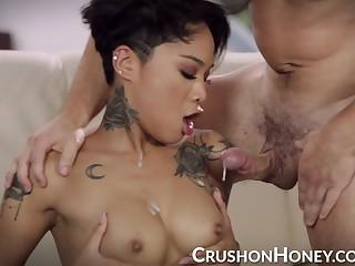 CrushGirls - Honey Gold seduces her stepbrother