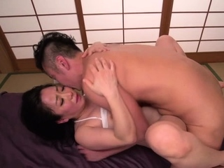 Wang handles a fascinating busty mature girlie Shino Izumi