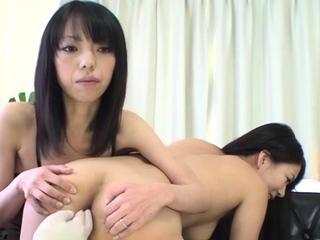 Astounding oriental Saya Fujimoto enjoys a wet session